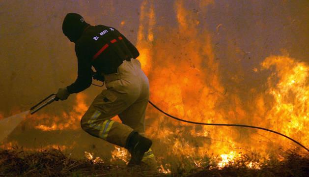 Mueren calcinadas dos mujeres en una furgoneta cuando huían de las llamas