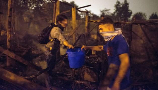 Continúan activos 105 incendios en Galicia, 15 de ellos próximos a núcleos urbanos