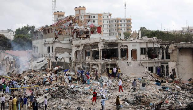 La zona del atentado en la capital de Somalia
