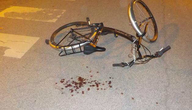 Foto del estado en el que quedó la bicicleta tras el accidente.