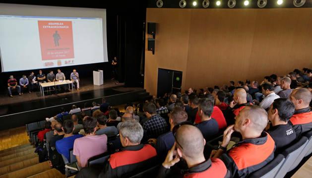Imagen de la nutrida asistencia a la asamblea matinal que el sindicato SPF celebró en Pamplona.