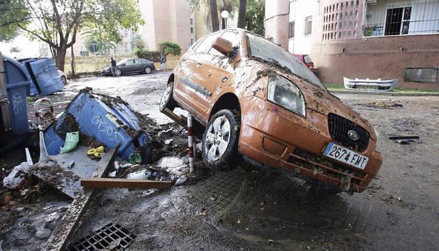 Destrozos por las intensas lluvias caídas en las últimas horas en la barriada de La Asunción de Jerez de la Frontera (Cádiz).