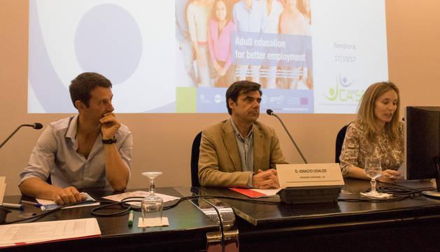 foto de Julen Etxebeste, Ignacio Ugalde e Izaskun Goñi, en el seminario internacional sobre Innovación y Emprendimiento Social