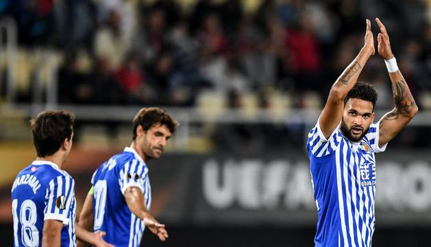 El delantero brasileño Willian José celebra uno de sus goles junto a sus compañeros