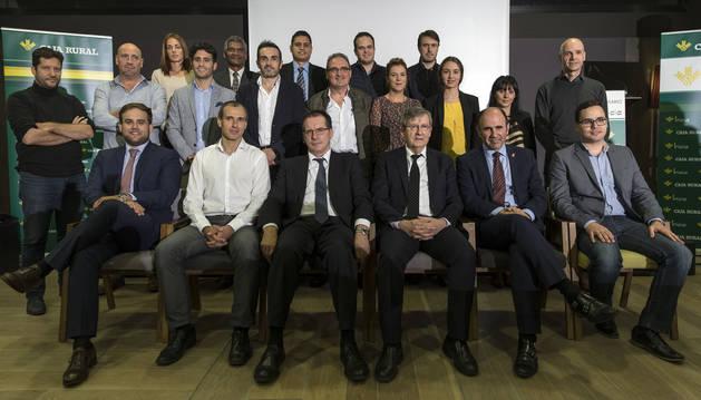 Imagen con representantes de Caja Rural de Navarra y empresas que se han beneficiado de la línea Inicia de la entidad financiera.