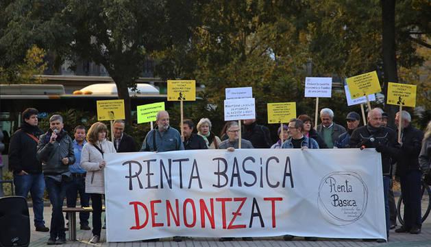 Integrantes de la Plataforma por la Renta Básica, en una concentración en noviembre del año pasado.