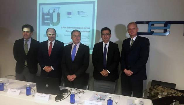 Ayerdi (segundo por la izquierda), durante la jornada sobre el Plan de Inversiones para Europa en la CEN.