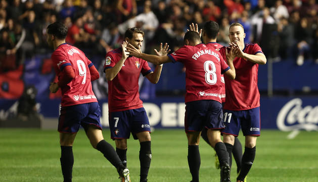 El equipo felicita a Fran Mérida por el gol del empate