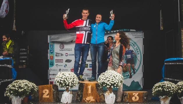 Macías y Sola en el podio de ganadores