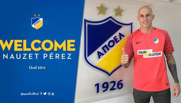 El canario Nauzet Perez posa con la camiseta del APOEL
