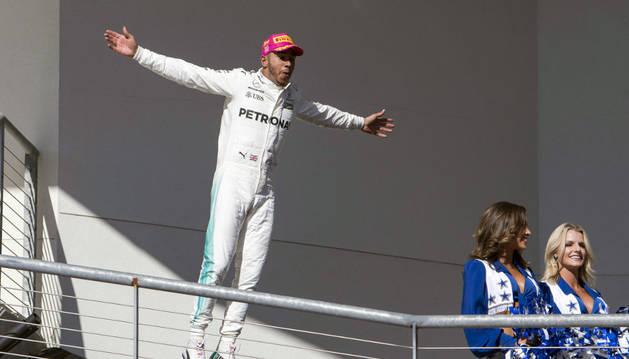 Hamilton celebra su victoria en Austin
