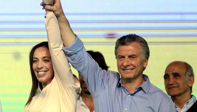 El presidente de Argentina, Mauricio Macri, celebra su triunfo en las legislativas.