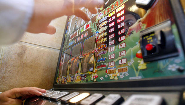 El Defensor del Pueblo pide mayor control de acceso a las salas de juego