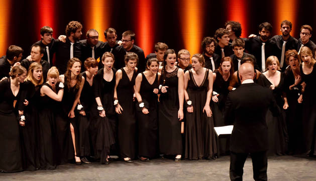 Los integrantes de Le Choeur National des Jeunes (Francia), con edades comprendidas entre 18 y 30 años, pasan por un exigente proceso de selección antes de formar parte del coro.