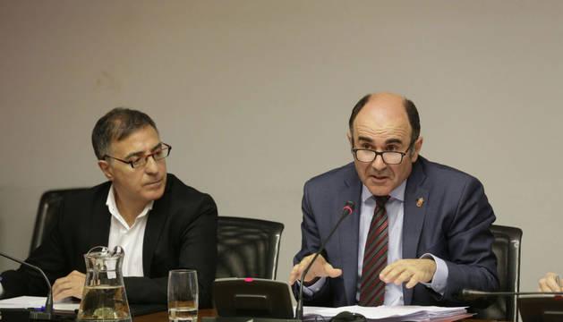 Ayerdi muestra su enfado con el ministro de Fomento por el TAV