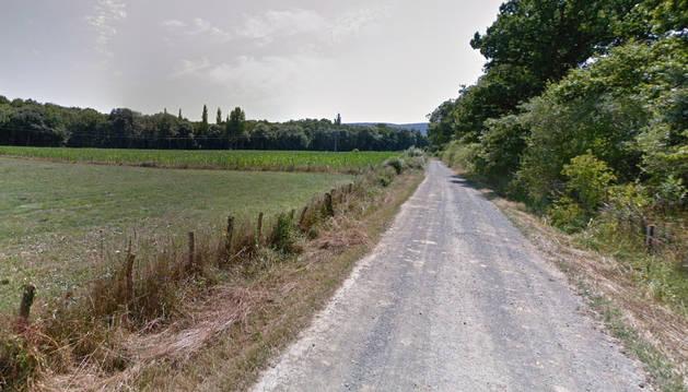 Imagen del camino rural entre Iraizotz y Larraintzar.