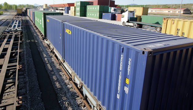 Vagones de mercancías listos para ser transportados.