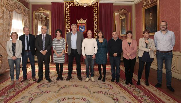 El Ayuntamiento de Pamplona con los representantes de las asociaciones