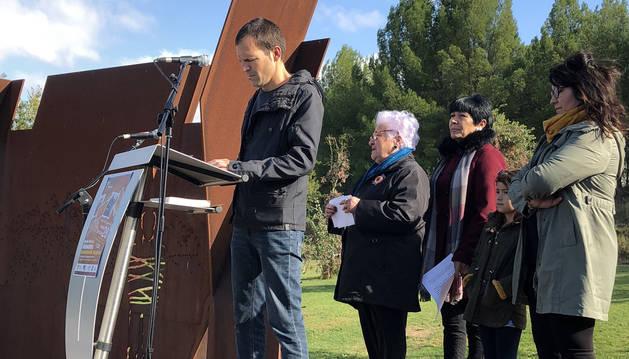 Momento de la presentación del Paseo de la Memoria de Sartaguda.
