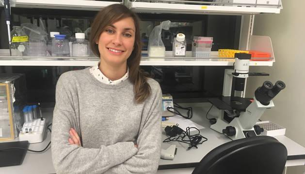 La pamplonesa Carmen Unzu posa en el laboratorio de la Harvard Medical School donde trabaja.