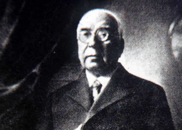 El historiador Arturo Campión.