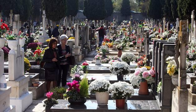 Imágenes de cementerios de Navarra en el día de Todos los Santos