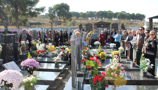 Cementario de Andosilla este 1 de noviembre.
