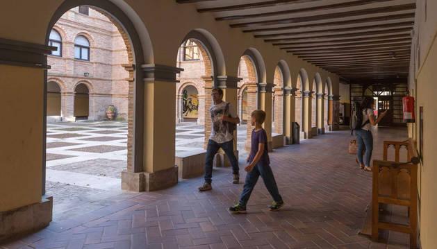 Imagen del patio y galerías del centro cultural Castel Ruiz de Tudela.