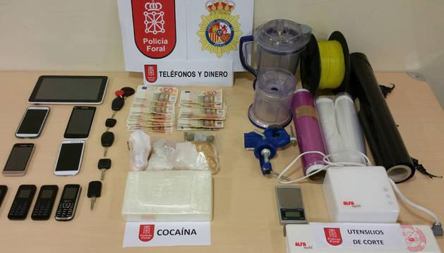 Imagen de la droga, el dinero y efectos intervenidos por la Policía Foral en Madrid.