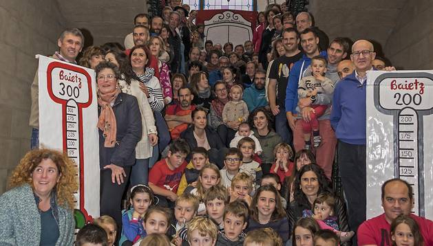 Grupo de personas que asistió a la presentación, en el ayuntamiento.