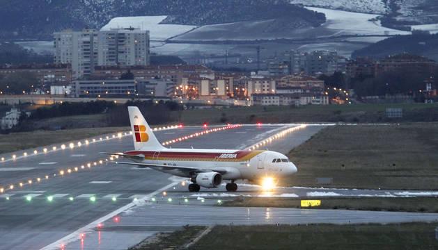 Un avión de Iberia aterriza desde Madrid
