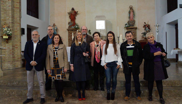 Homenajeados y autoridades posaron juntos tras el acto de Adona en Cadreita.