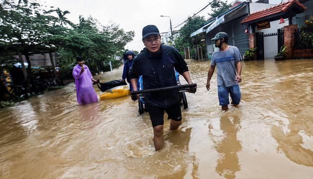 El paso del tifón 'Damrey' por Vietnam