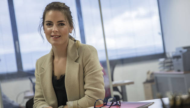 Amaia Lázaro Escribano, en las oficinas de la Asociación de Empresas Familiares de Navarra, durante la entrevista.