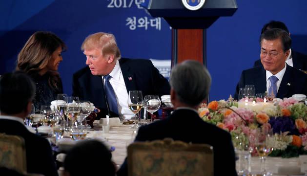 Trump, en Corea del Sur, con el presidente Moon Jae-in.