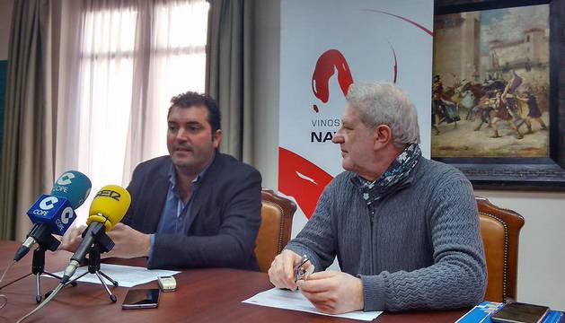 David Palacios (izda.), presidente de la D.O. Navarra y Javier Gómez Vidal, concejal de Cultura del Ayuntamiento de Tudela, en la presentación de la II Vinofest.