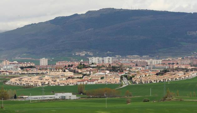 Vista de Cizur Menor. La residencia se proyecta entre la sede de Aranzadi y la de Aspace.