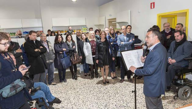 Imagen del vicepresidente de Derechos Sociales del Gobierno de Navarra, Miguel Laparra -a la dcha.-, durante el acto de apertura de El Capacico.