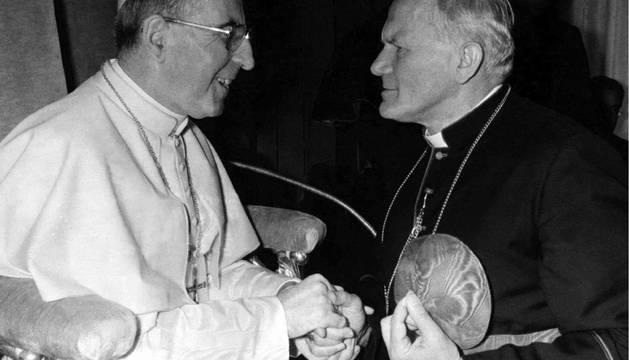El Papa Juan Pablo I saluda al cardenal Karol Wojtyla