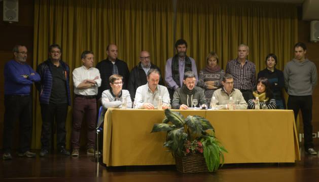 Alcaldes y concejales en la rueda de prensa celebrada este jueves en Olite.
