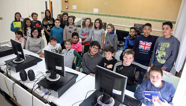 Imagen del grupo de alumnos de 6º de Primaria del colegio público Griseras de Tudela que este jueves participó en el chat con los científicos del Museo Nacional de Ciencias Naturales de Madrid.