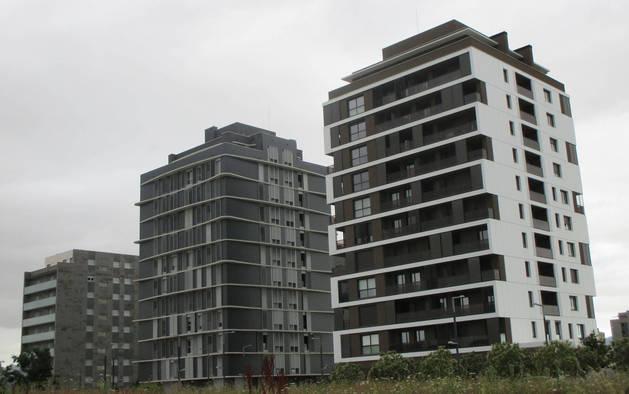 Bloques de viviendas en el barrio de Lezkairu de Pamplona.