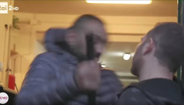 Políticos italianos rechazan la brutal agresión a un reportero en Roma