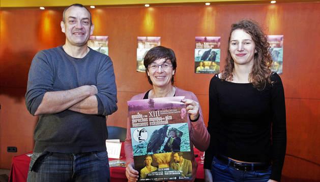 Imagen de Luis Arellano, de No Solo Films; Edurne Eguino, en el centro, y Mayu Serreau, de Mugarik Gabe.