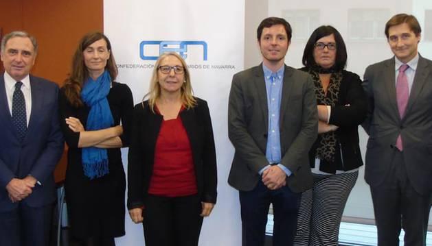 De izda. a dcha: Antonio Sanz, José Antonio Sarría, Ascen Cruchaga, Paz Fernández, Miguel Suárez, Pilar Irigoien, Iñigo Eugui y José Salcedo