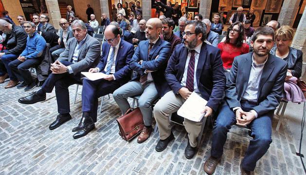 Imagen de autoridades y representantes del sector público y privado involucrados en Stardust durante la presentación.