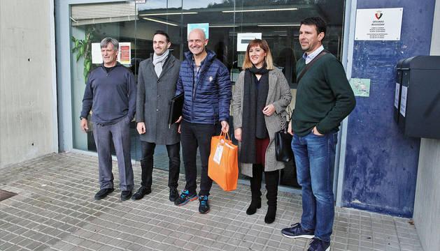 Los miembros de Osasuna Cambio cuando presentaron las firmas.