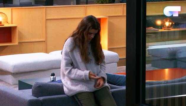 Amaia Romero en un momento de la broma que le gastaron sus compañeros este miércoles.