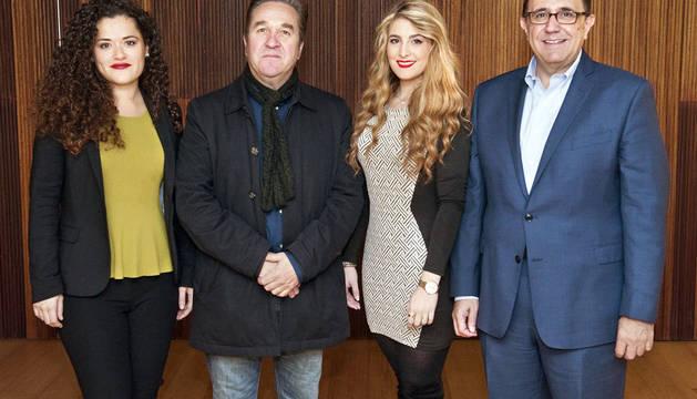 María Ayestarán, soprano, Pello Pellejero, director general de Comunicación, Sofía Esparza, soprano, y Félix Palomero, director gerente de la Fundación Baluarte.