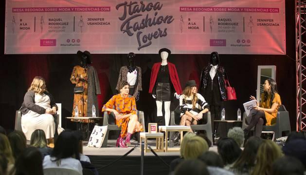 Las bloggers Jennifer Usandizaga, Belén Canalejo y Raquel Rodríguez durante la charla.